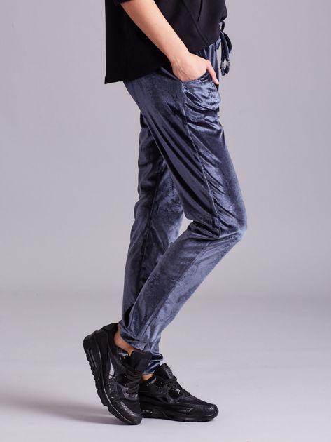 Szare welurowe spodnie z troczkami                              zdj.                              2