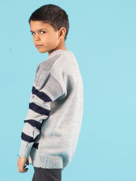 Szaro-granatowy sweter chłopięcy w paski                              zdj.                              2