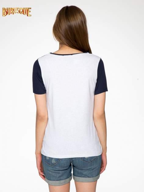 Szaro-granatowy t-shirt z napisem DREAMY VIBES 86 PARIS                                  zdj.                                  4