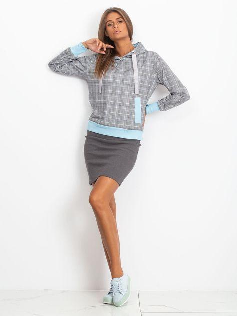 Szaro-niebieska lekka bluza w kratkę z kapturem i troczkami                              zdj.                              4
