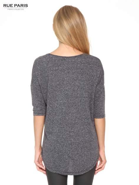 Szarogranatowa bluzka oversize o obniżonej linii ramion                                  zdj.                                  4