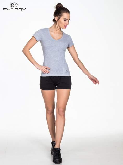 Szary damski t-shirt sportowy z modelującymi przeszyciami                                  zdj.                                  2