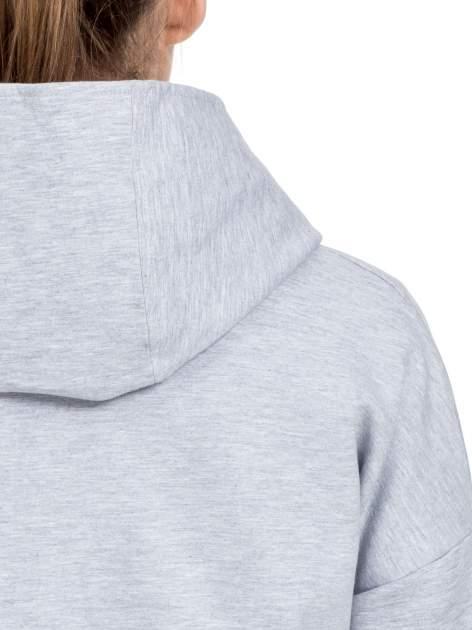 Szary dresowy płaszcz oversize z fuksjową podszewką                                  zdj.                                  7