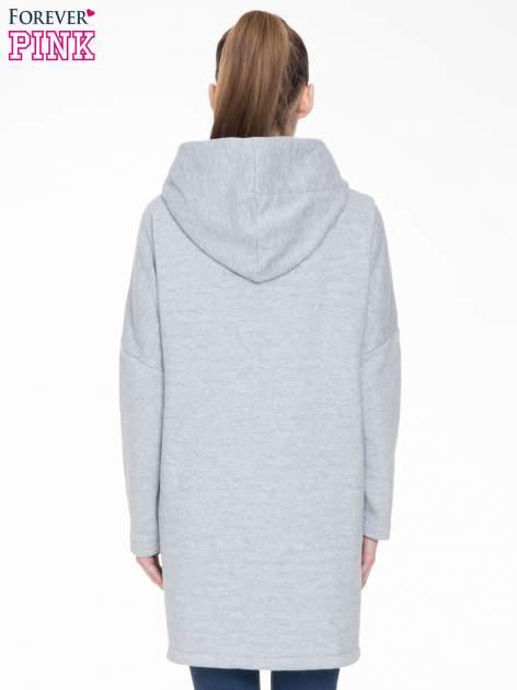 Szary dresowy płaszcz z kapturem i kieszeniami                                  zdj.                                  4
