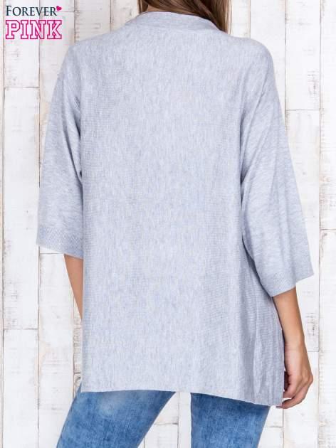 Szary luźny sweter oversize z bocznymi rozcięciami                                  zdj.                                  4