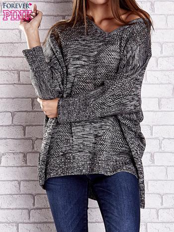 Szary melanżowy sweter oversize o kroju nietoperz