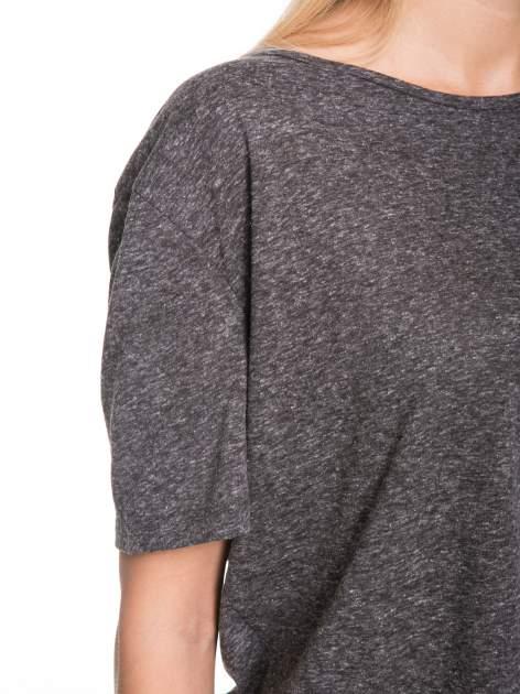 Szary melanżowy t-shirt o luźnym kroju                                  zdj.                                  7
