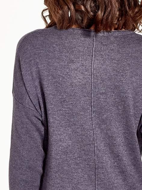 Szary sweter V-neck z rozporkami                                  zdj.                                  7