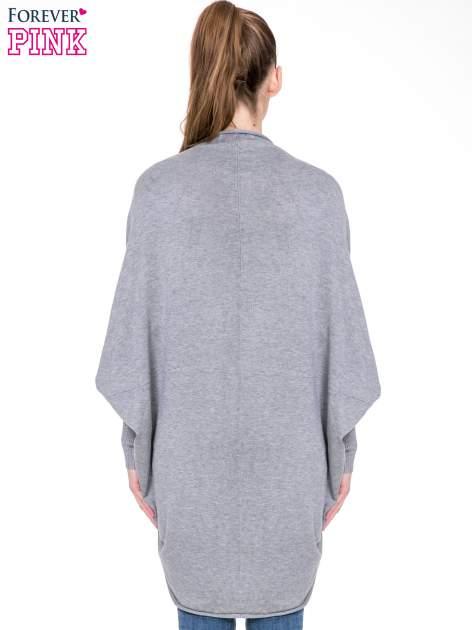 Szary sweter narzutka z nietoperzowymi rękawami                                  zdj.                                  4