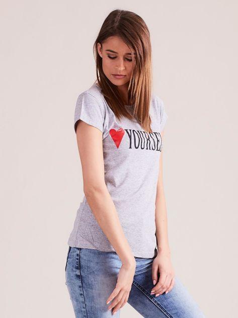 Szary t-shirt damski z nadrukiem                              zdj.                              6