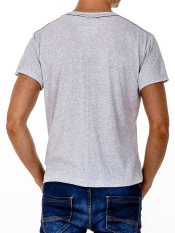 Szary t-shirt męski z nadrukiem i napisem ONE                                  zdj.                                  2