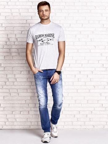 Szary t-shirt męski z napisami i kotwicą                                  zdj.                                  5