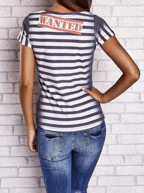 Szary t-shirt w paski i z nadrukiem dziewczyny                                  zdj.                                  2