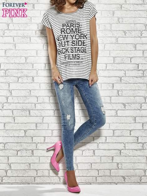 Szary t-shirt w paski z nadrukiem PARIS, ROME, NEW YORK                                  zdj.                                  2