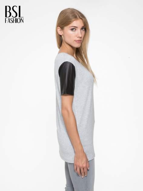 Szary t-shirt z czarnymi skórzanymi rękawami                                  zdj.                                  3