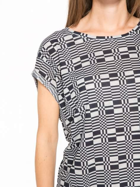 Szary t-shirt z geometrycznym nadrukiem                                  zdj.                                  6