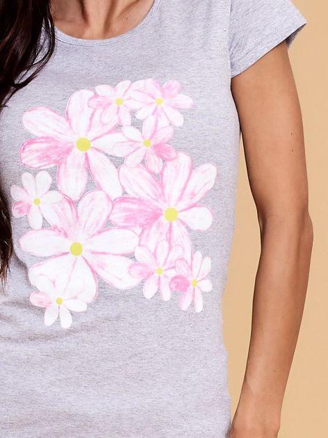 Szary t-shirt z kolorowym kwiatowym nadrukiem                              zdj.                              5