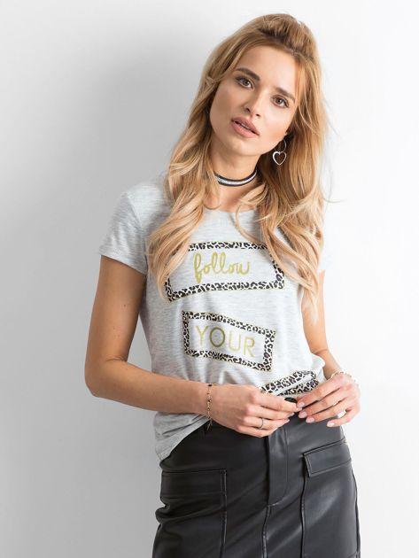 Szary t-shirt z nadrukiem                              zdj.                              1