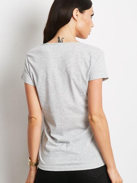 Szary t-shirt z nadrukiem dziewczyny                              zdj.                              2