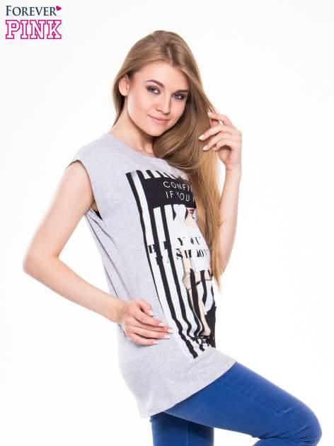Szary t-shirt z nadrukiem kobiety w stylu fashion                                  zdj.                                  2