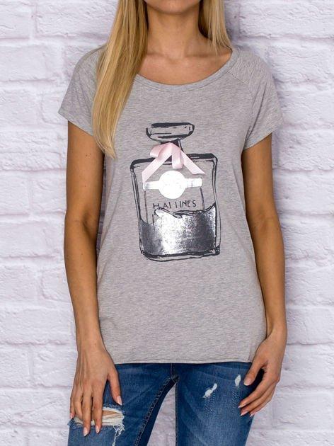 Szary t-shirt z nadrukiem perfum                              zdj.                              1