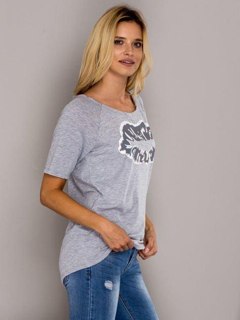 Szary t-shirt z nadrukiem ust                                  zdj.                                  3