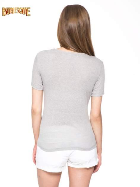 Szary t-shirt z napisem POSITIVE MIND z dżetami                                  zdj.                                  4