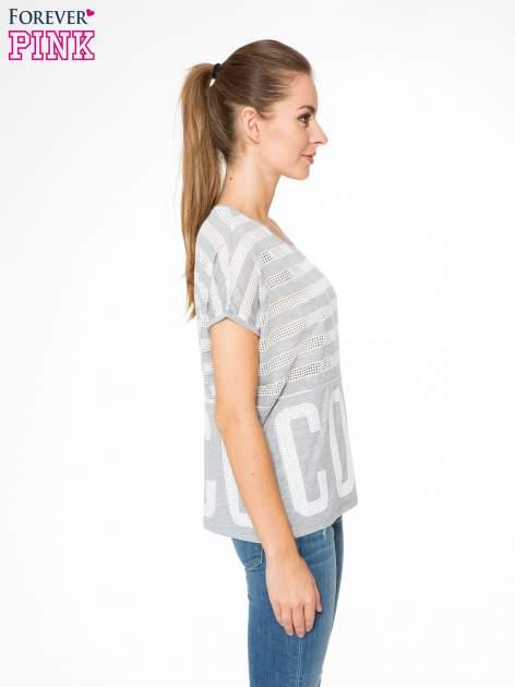 Szary t-shirt z siatkowym wzorem w stylu baseballowym                                  zdj.                                  3