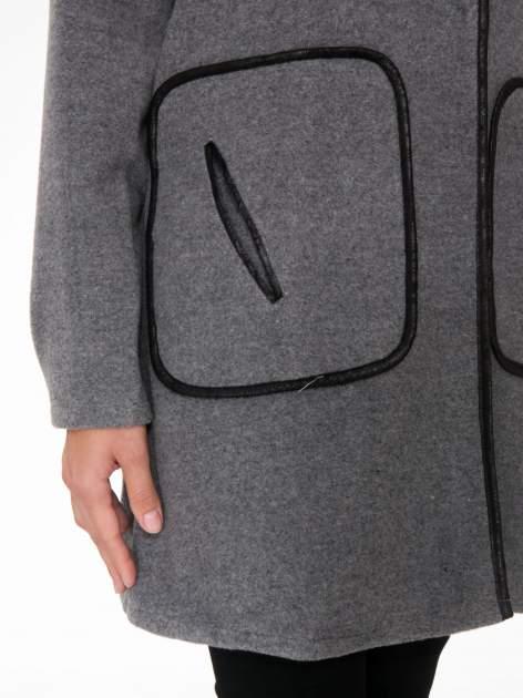 Szary wełniany długi żakiet o pudełkowym kroju ze skórzaną lamówką                                  zdj.                                  8