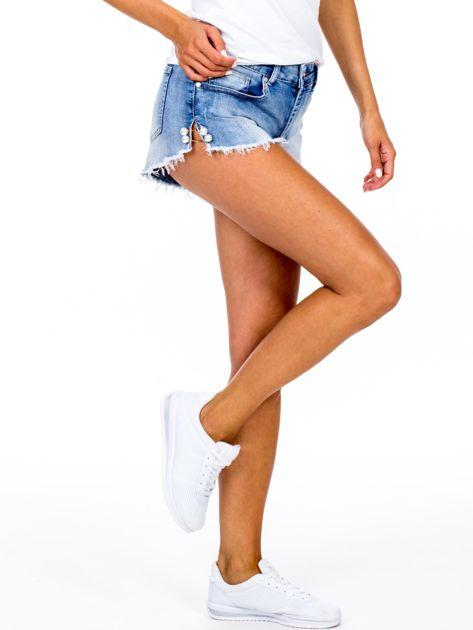 Szorty jeansowe niebieskie z ozdobną aplikacją                              zdj.                              2