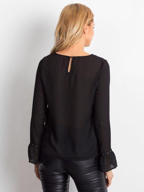 Szyfonowa bluzka z falbankami i aplikacją czarna                                  zdj.                                  2