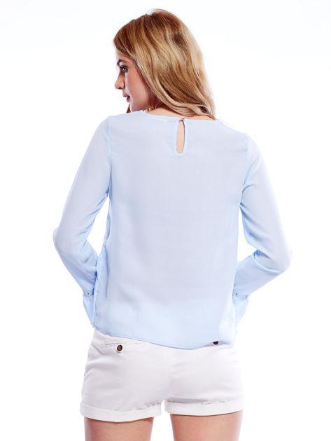 Szyfonowa bluzka z falbankami i aplikacją jasnoniebieska                                  zdj.                                  2