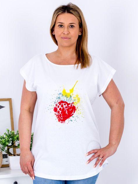 T-shirt biały z truskawką PLUS SIZE                              zdj.                              1