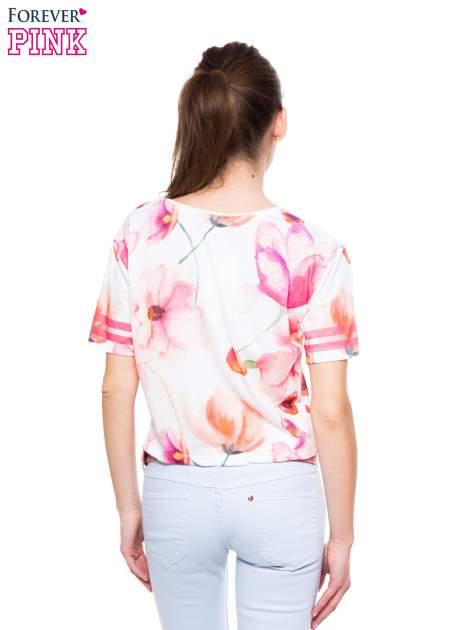 T-shirt crop top z floral printem                                  zdj.                                  3