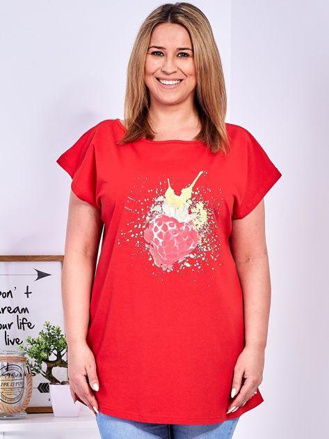 T-shirt czerwony z truskawką PLUS SIZE                              zdj.                              1