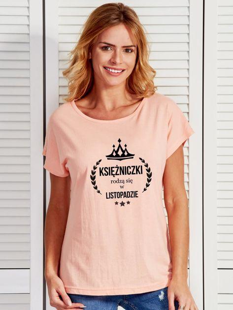 T-shirt damski KSIĘŻNICZKI z nadrukiem korony łososiowy                              zdj.                              1
