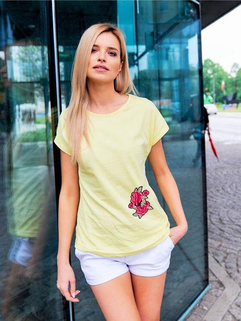 T-shirt damski zółty z naszywką                              zdj.                              1