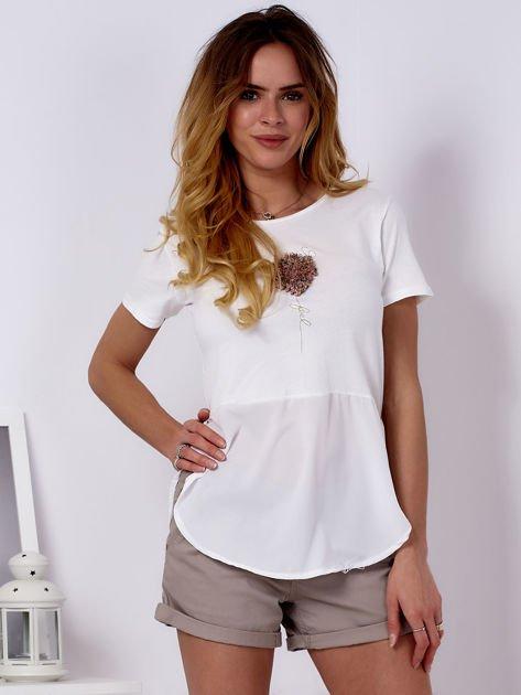 T-shirt ecru z wypukłą aplikacją i koszulą                              zdj.                              1