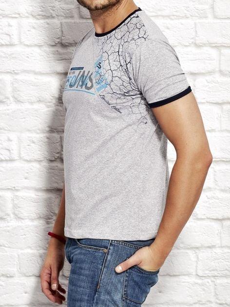 T-shirt męski z nadrukiem szary                              zdj.                              3