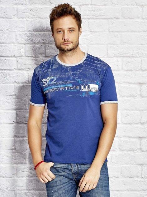 T-shirt męski z tekstowym nadrukiem ciemnoniebieski                              zdj.                              1