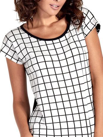 T-shirt w biało-czarną kratkę z koronką z tyłu                                  zdj.                                  5