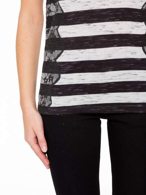 T-shirt w biało-czarne paski z koronkowymi wstawkami                                  zdj.                                  7
