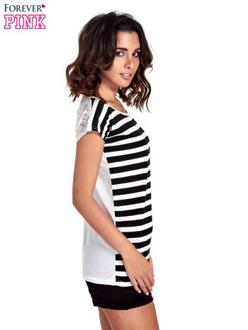 T-shirt w biało-czarne pasy z koronką z tyłu                                  zdj.                                  3