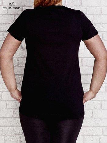 T-shirt z kieszonką czarny PLUS SIZE