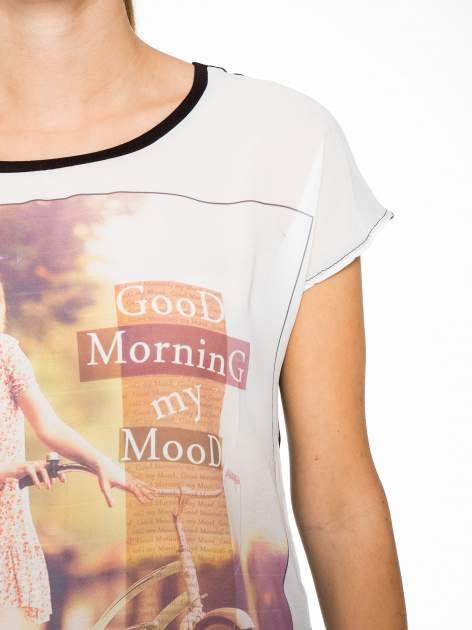 T-shirt z nadrukiem w stylu retro i czarnym tyłem                                  zdj.                                  6