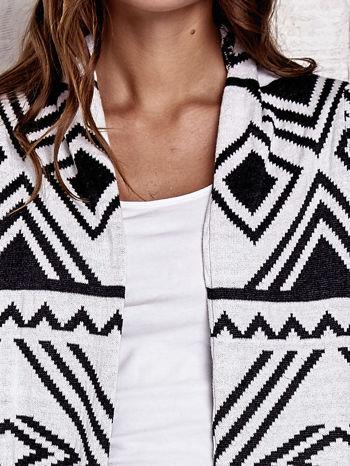 TOM TAILOR Biały asymetryczny sweter w graficzne wzory                                  zdj.                                  7