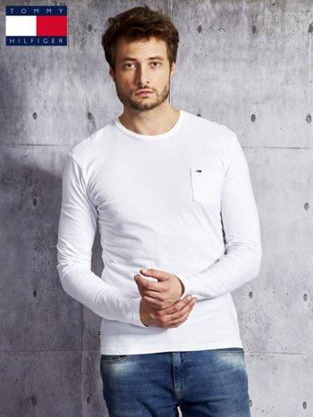 TOMMY HILFIGER Biała bluzka męska z kieszonką                              zdj.                              1