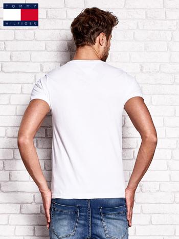 TOMMY HILFIGER Biały t-shirt męski z nadrukiem                                  zdj.                                  3