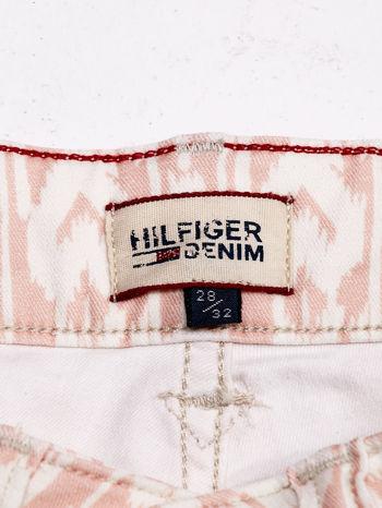 TOMMY HILFIGER Brzoskwiniowe spodnie we wzory                                  zdj.                                  4