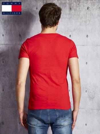 TOMMY HILFIGER Czerwony t-shirt męski                               zdj.                              2